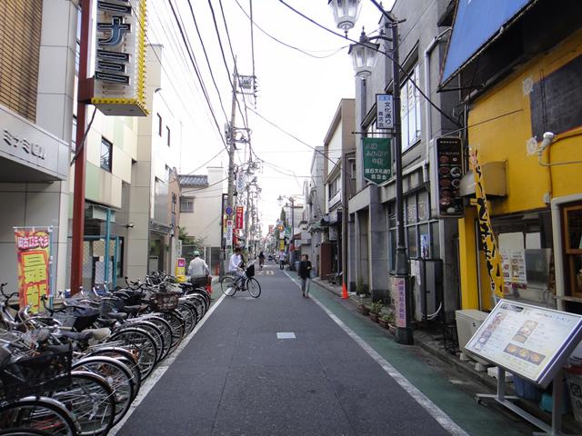 江古田文化から旭丘文化通り商店街を見る
