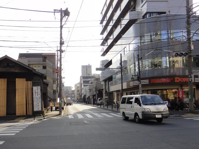 千川通りから江古田通りを見る