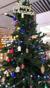 会場玄関のクリスマスツリー